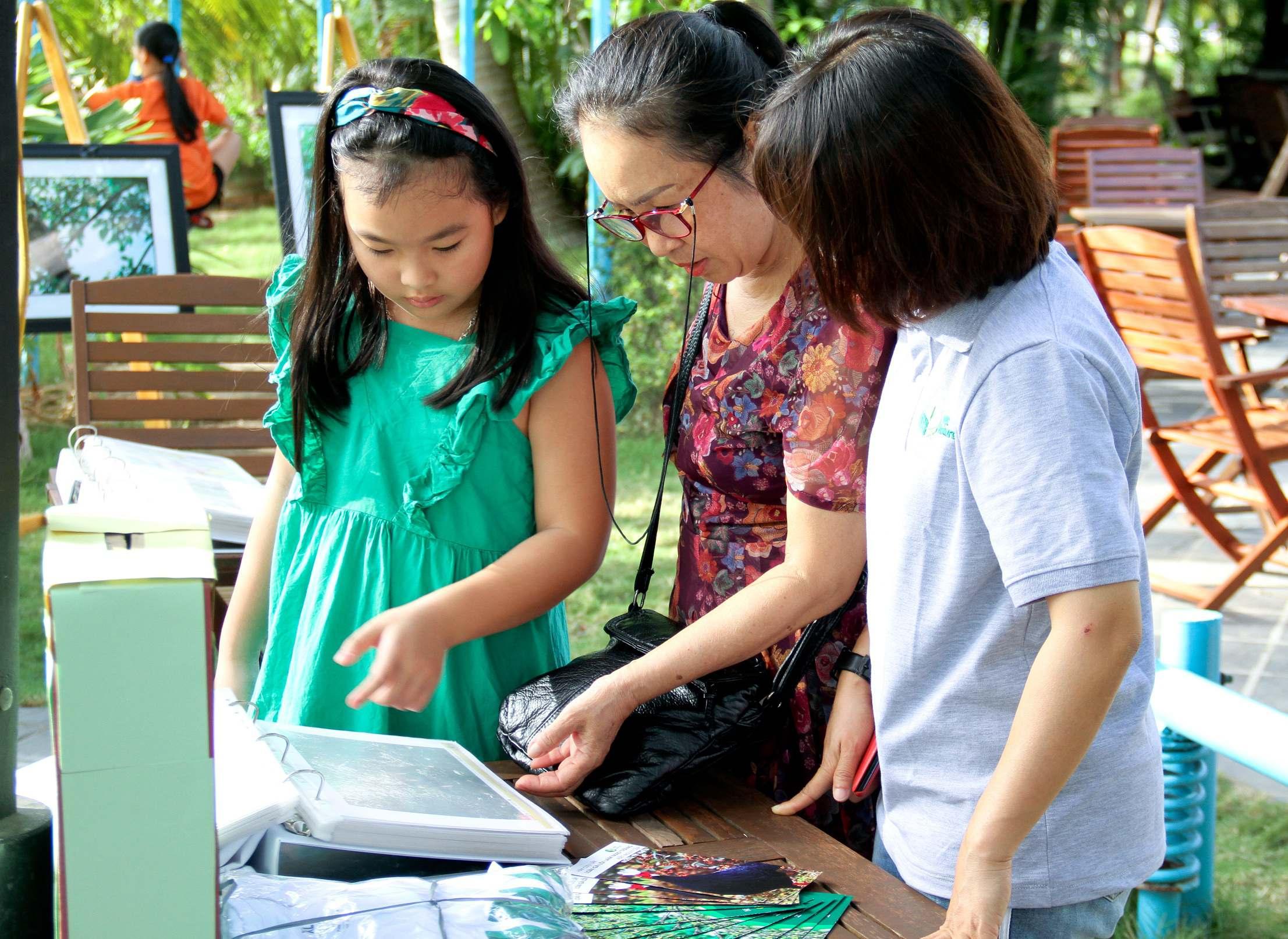 """Triển lãm """"Chung tay bảo vệ động vật hoang dã"""" được tổ chức bởi Trung tâm Bảo tồn Thiên nhiên Việt"""